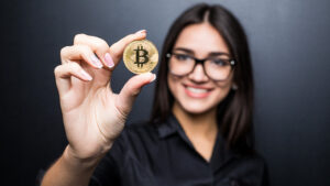 Women are trading more cryptocurrencies. How much money do they put there?